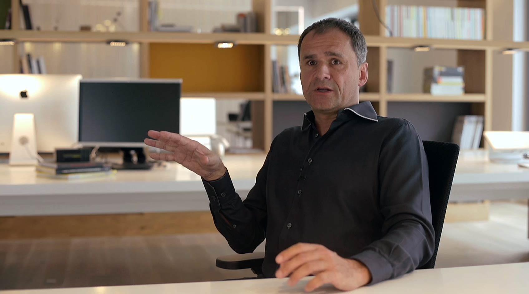 Kreativberater Mario Pricken in seinem Wiener Büro